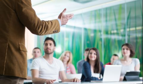 По-малко българи искат да учат в чужбина - 1