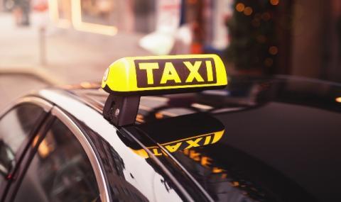 Транспортираха контузен футболист с... такси (ВИДЕО)