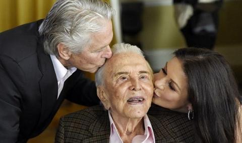 Кърк Дъглас стана на 102 години (ВИДЕО)