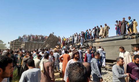 Ужас след сблъсъка между влакове в Египет