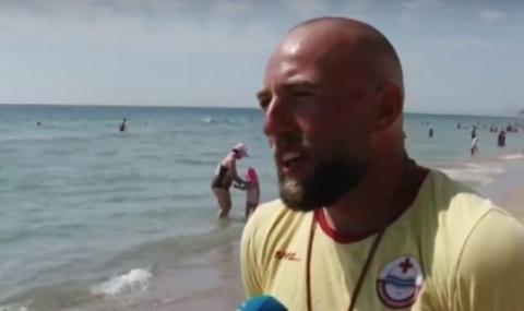 В Несебър: спасител извади със сила пиян румънец от морето