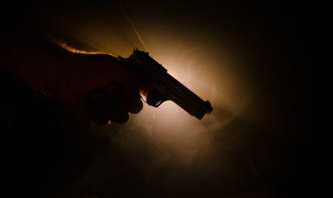Млад мъж е прострелян с боен пистолет в Плевен