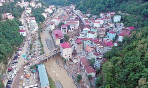Продължава да расте броят на жертвите при наводненията в Турция - 1