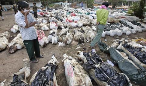 Светът почете жертвите на зловещото цунами отпреди 10 години - 1