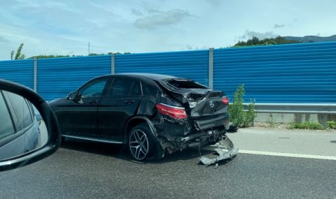 Изпотрошиха Mercedes на 26-годишна