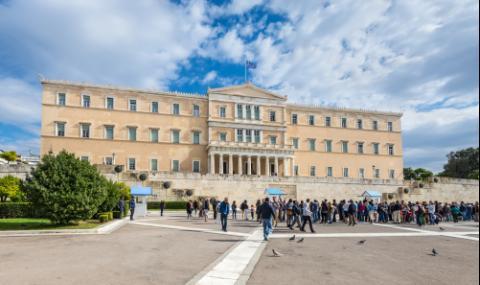Опозицията чака победа в Гърция