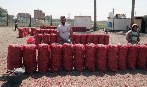 Индиeц купи над 25 тона лук, за да избегне блокадите по пътя към дома