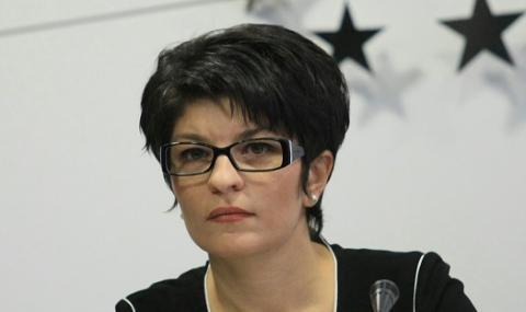 """Десислава Атанасова към президента: Бегом ще казваш само на """"Любов 60"""""""