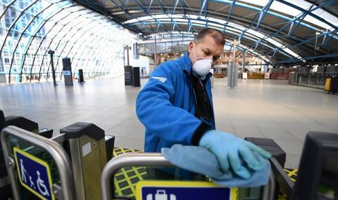 В Лондон: Цунами от заразени с коронавирус връхлита болниците