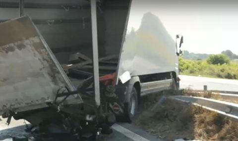 Тежка катастрофа с два камиона на АМ