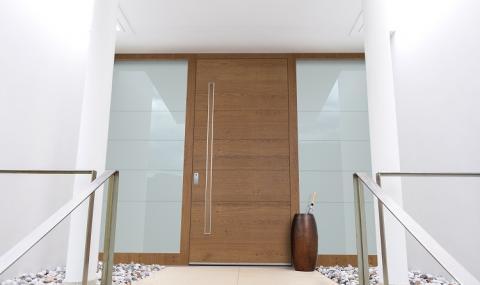Фотоволтаични прозорци, магнитна брава и дървени фасадни профили – на едно изложение