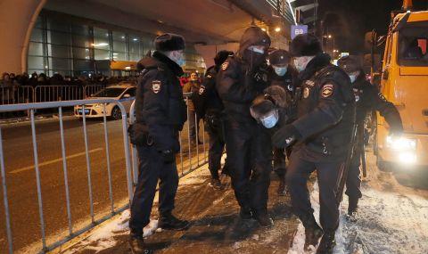 Навални кацна в Москва и веднага го арестуваха