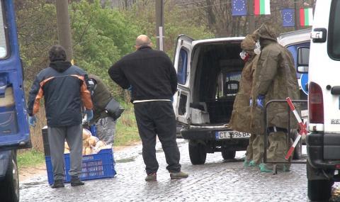 Продължава блокадата на Паничерево, 14 са заразени