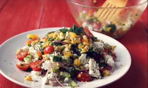 Рецепта за вечеря: Свежа салата с варена царевица и чери домати