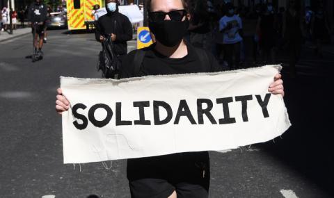 Мощен протест в Лондон заради смъртта на Джордж Флойд (СНИМКИ)