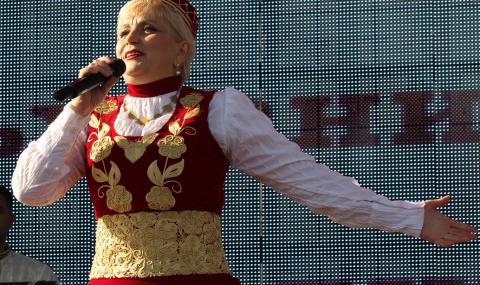 Николина Чакърдъкова си купи автобус за 1 млн. лева (СНИМКИ)