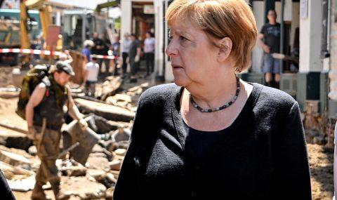 Меркел посети тежко засегнатите от наводнения региони
