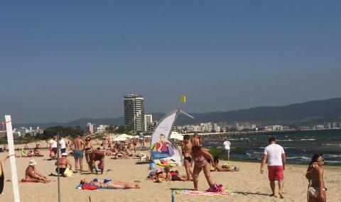 """Южният плаж в """"Слънчев бряг"""" със спасители до края на септември"""