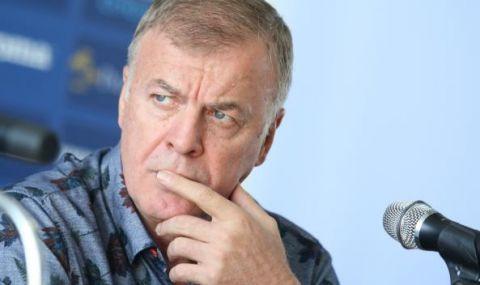Фен на ЦСКА за Диксън: Евтино костюмче, много изплашен поглед! До Наско, Мъри и Благо е като ловец на автографи
