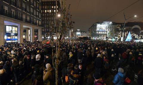 Хиляди на улицата срещу Орбан