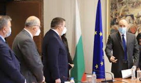 Радев продължава с консултациите за изборите