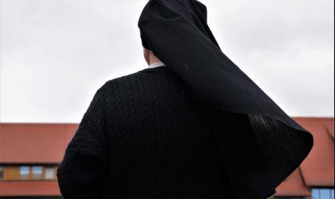 Зловещата монахиня още броди из България (СНИМКИ) - 1