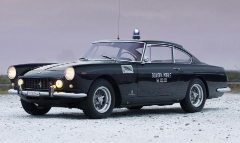 Продава се уникално полицейско Ferrari