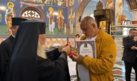 На кой Господ се кланя митрополит Гавраил: На Бог или на Буда?