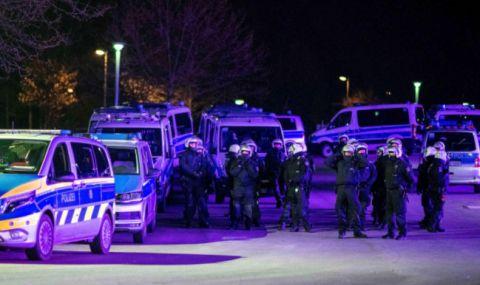 Бесни фенове посрещнаха изпадналите футболисти на Шалке с бомбички и яйца