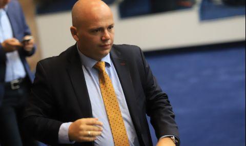 Инвестиция в Николай Младенов е обречена на пълен провал
