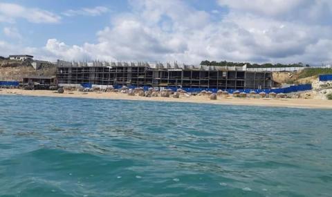 """ДНСК: Четириетажната сграда на """"Шофьорския плаж"""" не е сграда"""