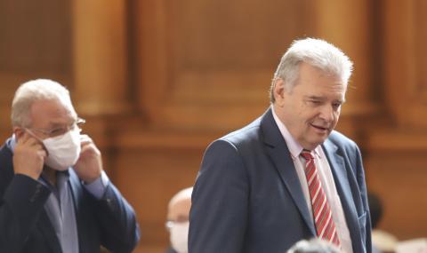 Нинова гони Александър Паунов от ПГ заради разговорите с Божков