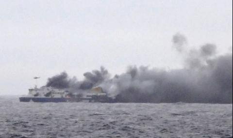 Десет са жертвите на горящия ферибот (Видео) - 1