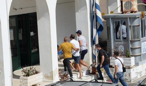 Потрес! Магуайър и приятелите му са пребили гръцки полицаи, съдят ги утре