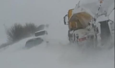 Страховита снежна буря във Врачанско (ВИДЕО)