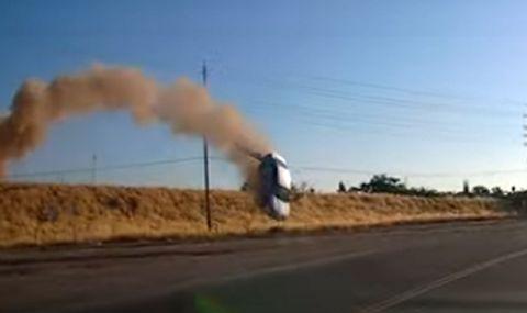 Зрелищен полет на автомобил през два пътя бе заснет на видео