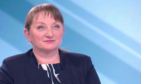 Деница Сачева: Президентът живее в едни лабораторни условия
