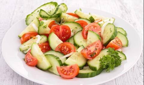 Защо не можете да комбинирате краставици и домати в салата?