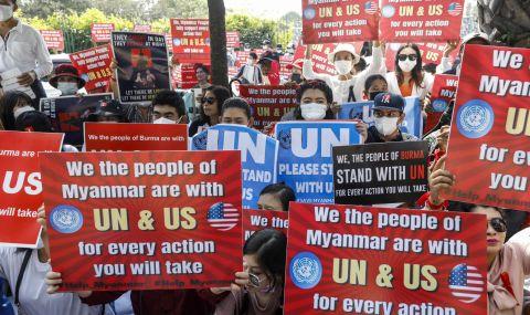 Продължават протестите срещу военния преврат