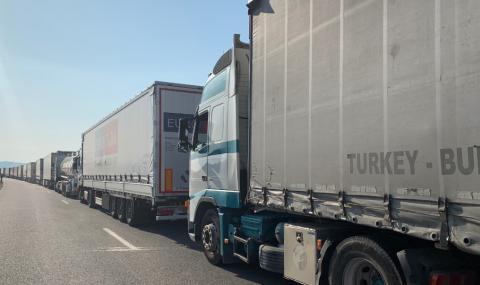 Забрана: без тежкотоварни камиони, пътуващи за Турция от редица държави