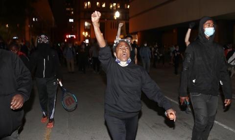 Нова напрегната нощ на протести в Луисвил