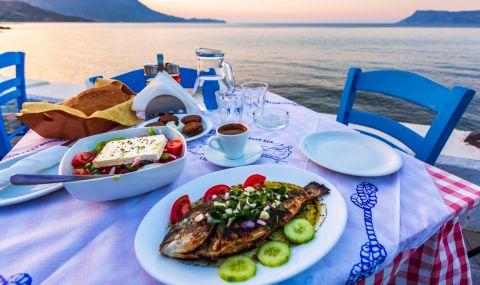 В Гърция: само ваксинираните да ходят на ресторант