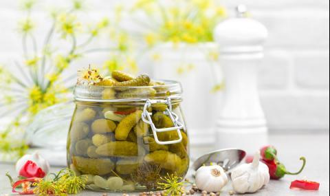 Рецепта на деня: Бързи кисели краставички