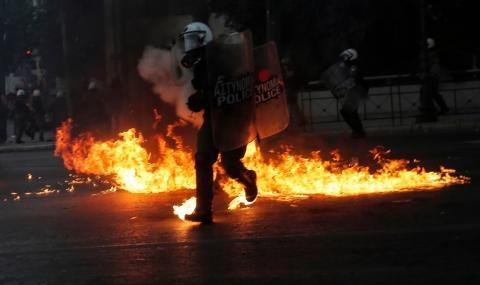 Насилие в Атина заради нов закон за протестите