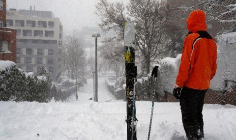 В Мадрид разчистват след снега, докаран от бурята Филомена