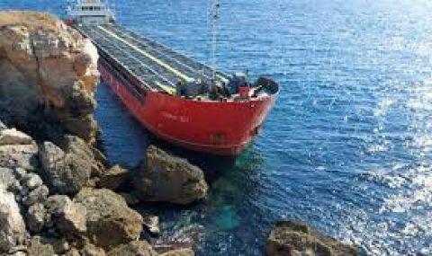 Водолази ще оглеждат заседналия кораб край Яйлата - 1