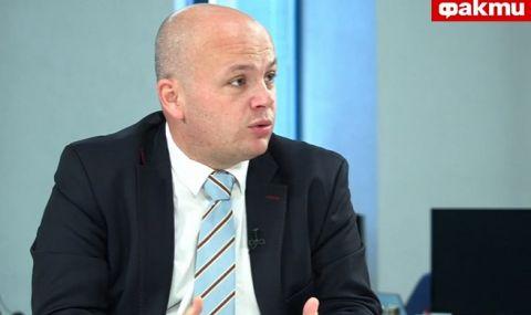 Александър Симов пред ФАКТИ: Ако Фандъкова не беше параван на управляваща мафия, отдавна трябваше да е подала оставка