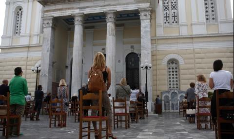 Гърция отвори църквите