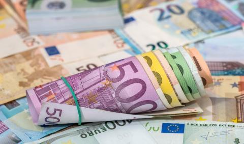 Раздават щедри бонуси на бедните в Гърция