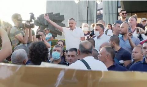Портних на контрапротест срещу Радев във Варна